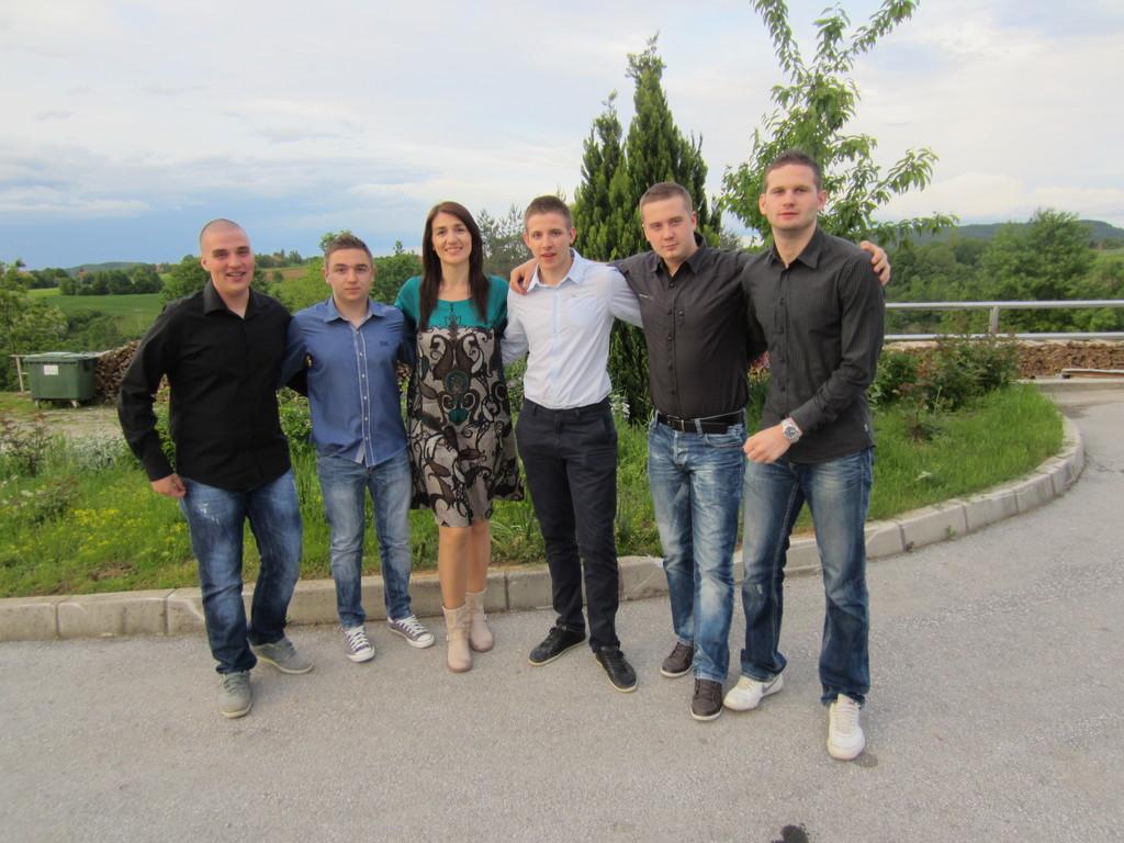 Filip, Bruno, Vlatko, Teo i Ilija s odgajateljicom Bojčić