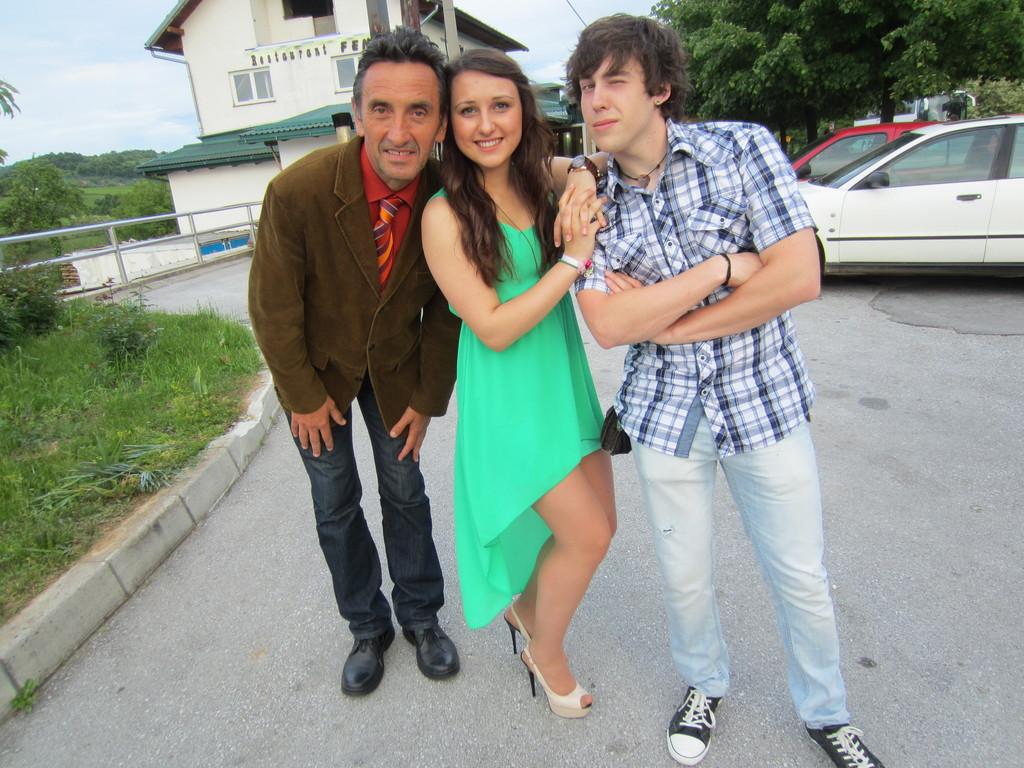 Mirjana i Dorian s odgajateljem Gluićem