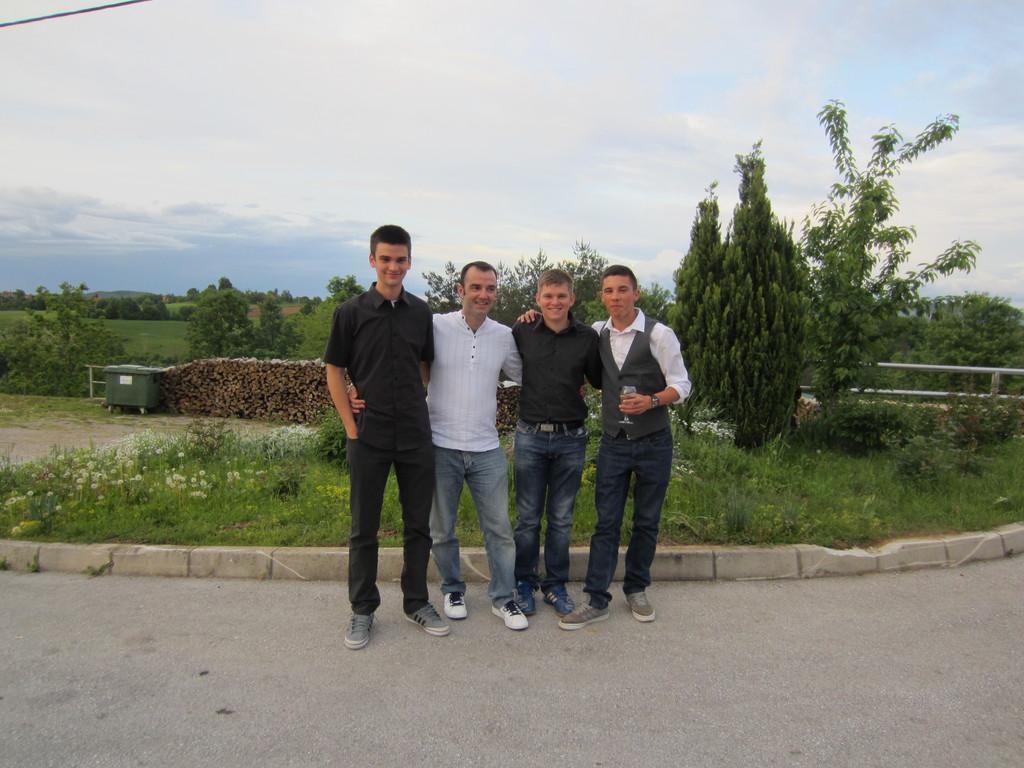 Igor, Mile i Bruno s odgajateljem Bilandžijom